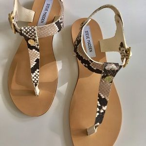New Seve Madden leather T-strap flat sandals